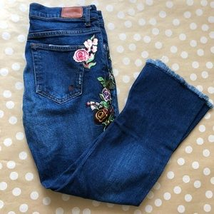 NWOT Zara Floral Embroidered Cropped Jeans Size 2